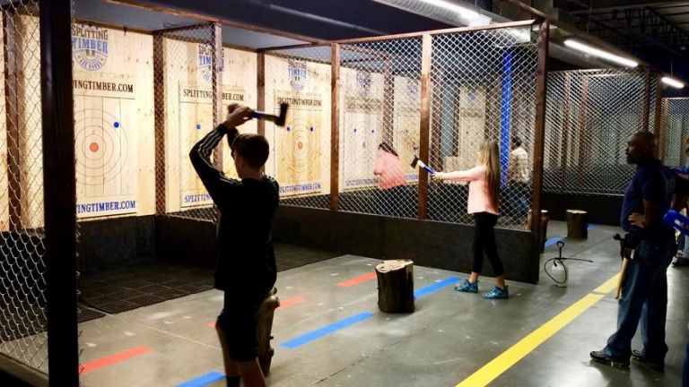 Splitting Timber Axe Throwing